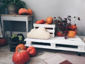 pallet furniture with decoration